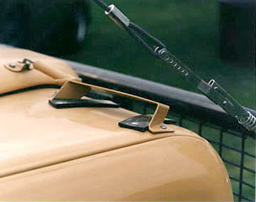Camel Trophy Defender front shovel mount